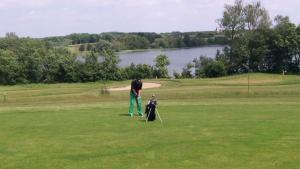 """Auf und ab – Golf ist """"doof""""!"""