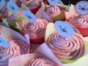 Doppelschokocupcakes mit Erdbeermilchcremetopping