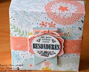 Kartenbox mit Gratis-Produkten aus der Sale-a-Bration