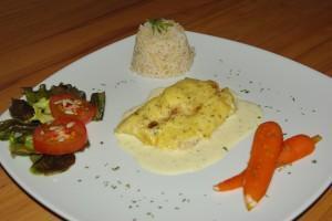 Dorsch in Senfsauce mit Naturreis, Karamellkarotten und Salat