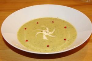 Zucchinicremesuppe, Rinderfiletstreifen mit Ravioli, Birnentiramisu und Gewürztraminer
