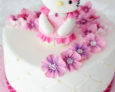 Hello Kitty Geburtstagstorte - mit 3 D Tortenfigur