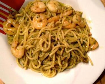 Spaghetti mit Knoblauch-Garnelen und selbstgemachtem Pesto