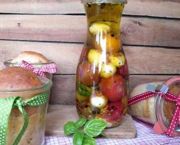 spicy Buttermilchbrot im Glas, dazu Tomaten & Mozzarella in Öl
