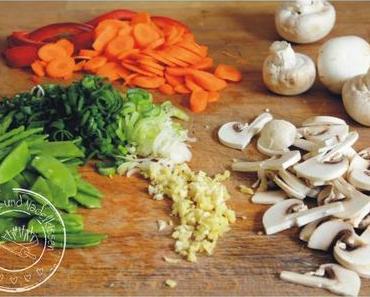 Mienudeln mit Gemüse und Hackfleisch