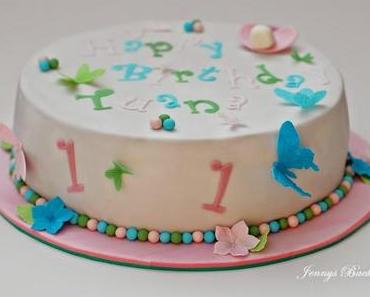 Zum 1. Geburtstag ein Törtchen mit Schmetterlingen