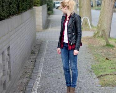 OUTFIT I STRIPED BLOUSE AND LEATHER JACKET