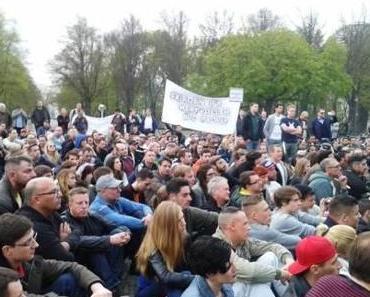 """Berlin: 3.000 bei Mahnwache für den Frieden –  """"Zu lange schon werden wir belogen"""""""