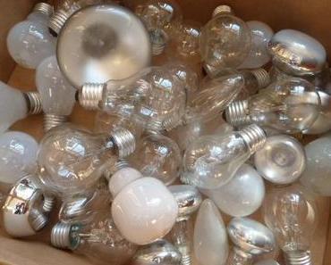 Recykling-Basteln: Rasseln aus Glühbirnen
