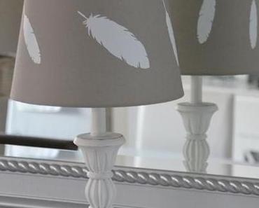 pimp my lampshade  with feather - Lampenschirm mit Federn verschönern