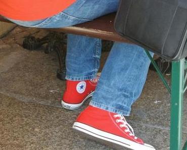 Szene Guide sagt : die roten Converse Chucks M9621 mega In!