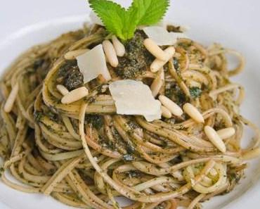 Pasta mit Zitronenmelisse-Pesto