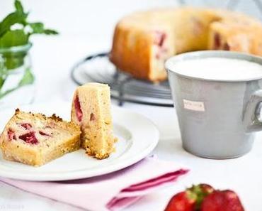 Erdbeer Guglhupf  ♥  Erdbeerkuchen mal ganz anders und ein feines Give Away!