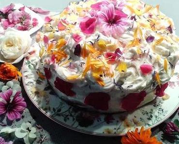 """Zitronen-Joghurt-Torte mit Frischkäsecreme und Blütenkonfetti oder """"Schenken heißt jemand anderem das geben, was man selbst gerne behalten möchte!"""""""