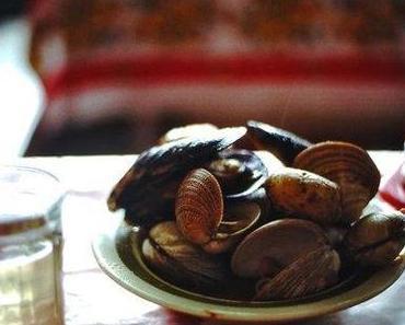 Wo die Serviette Pause macht und Seepocken und Würstel hinuntergespült werden