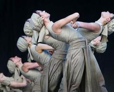 Glastonbury: Ballet Dancers