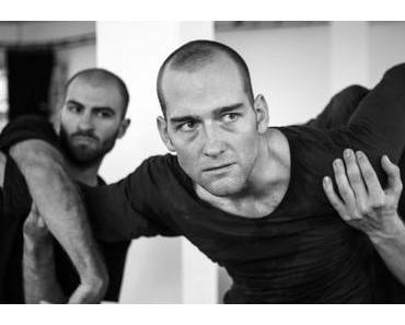 John – Lloyd Newson / DV8 Physical Theatre im Akademie Theater