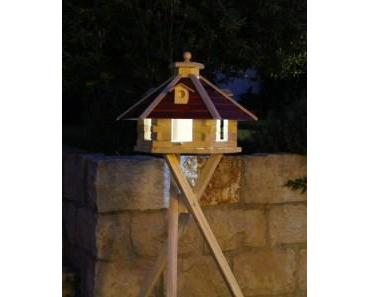 Warum nicht einmal ein Vogelhaus mit Solarbeleuchtung!