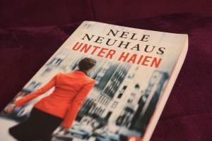 Unter Haien – Nele Neuhaus