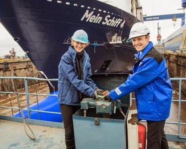 Wybcke Meier hat von Richard Vogel übernommen und lässt die Mein Schiff 4 aufschwimmen...