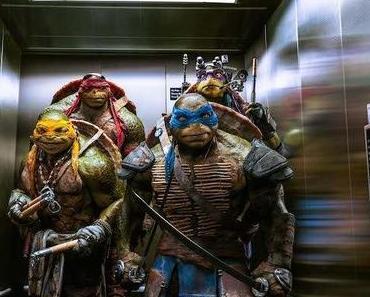 "Review: Megan Fox auf einem Trampolin in Jonathan Liebesmans ""Teenage Mutant Ninja Turtles"""
