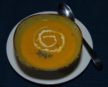 Linsen-Kürbissuppe mit Kokosmilch (vegan)