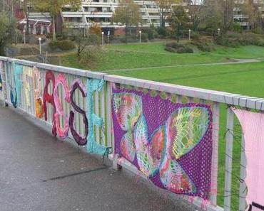 Zu schön, um daran vorbeizulaufen: Wollkunst an der Kurpfalzbrücke