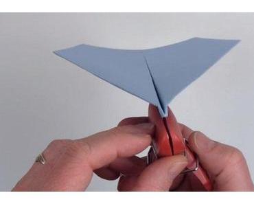 So faltet man den Weltrekord Papierflieger