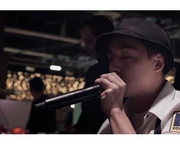 Weihnachtsstimmung mit der EDEKA Kassensymphonie – Kassierer spielen Jingle Bells mit ihren Barcode-Scannern (Video)