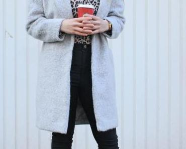 OUTFIT: Grey oversize coat with leopard and Nike