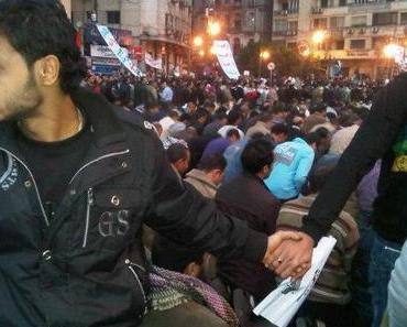 Ägyptische Christen schützen betende Muslime