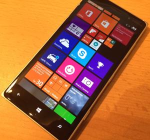 Nokia Lumia 830: Knallig bunt und doch konservativ