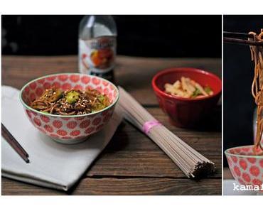 Sobanudeln mit Rosenkohl und Salat von schwarzem Winterrettich
