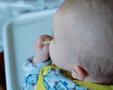 {Baby} Oliver beginnt zu essen – breifrei / Oliver starts eating – BLW