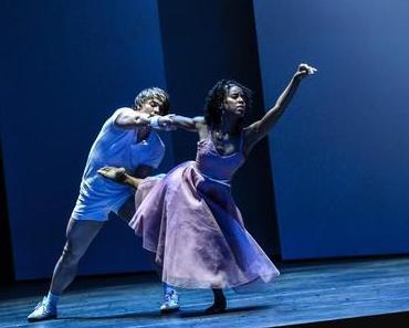 """Zwei Herren, die Liebe und ziemlich viel Verwirrung: Kevin O'Days """"2 Gents"""" im Mannheimer Nationaltheater"""