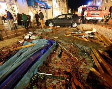 Bützow: Das aufräumen in der Kleinstadt nach dem Tornado hat begonnen.