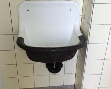 Erinnerungen im Meitli-WC