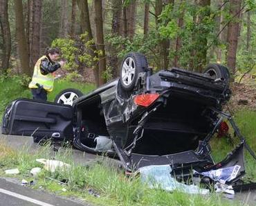 Drei Schwerverletzte bei Autounfall zwischen Himmelpforten und Burweg